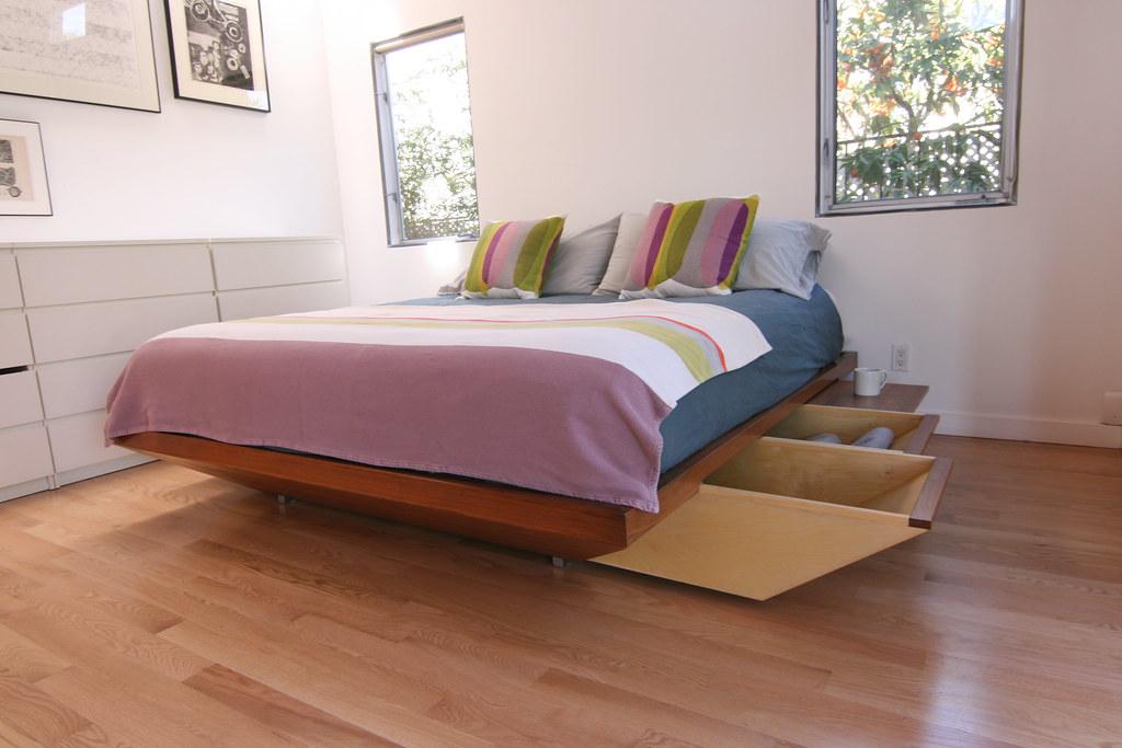 מיטת עץ
